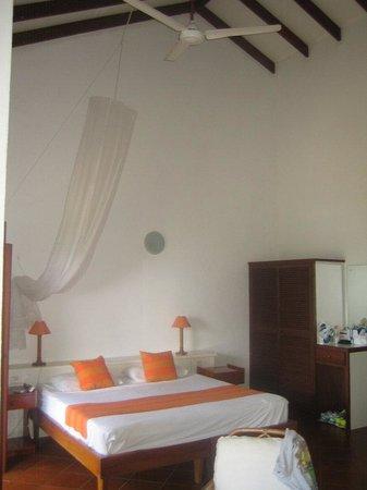 La Residence: letto con zanzariera