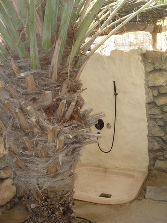 Six Senses Zighy Bay: Outdoor shower under a date tree in Villa 67