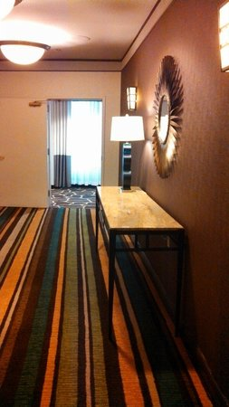 Hampton Inn & Suites New Orleans Downtown (French Quarter Area): Elevator lobby!