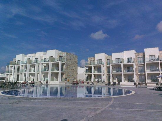 Amphora Hotel & Suites: Accommodation