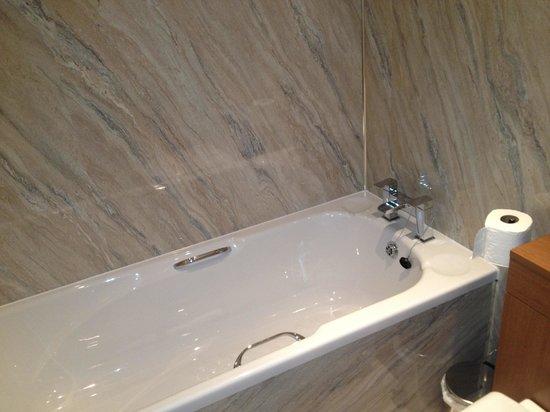Grammar Lodge Guesthouse: Proper hot baths