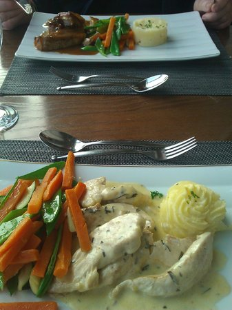 The Waterfront Restaurant at Dover Marina Hotel: Our main courses