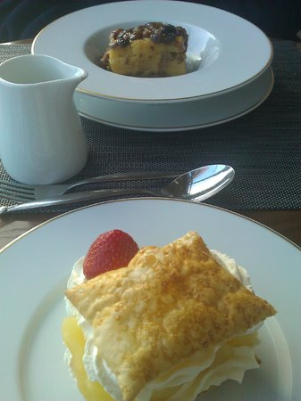 The Waterfront Restaurant at Dover Marina Hotel: Our desserts