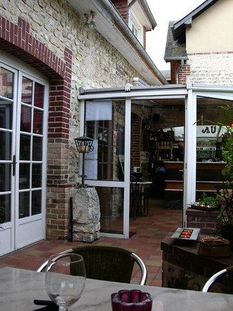 Ande, Francia: sortie sur la terrasse
