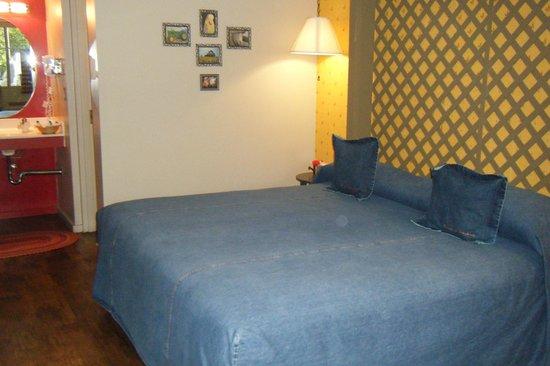 Farmer's Daughter Hotel: Love the denim bedspread!