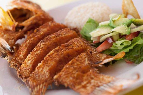 El Oasis Mariscos: Pescado frito