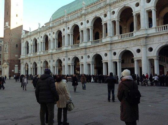 Basilica Palladiana : view from Piazza Della Signoria