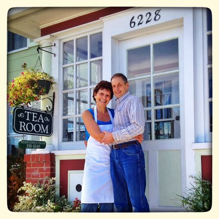 Channel Bass Inn: Our charming hosts, Barbara and David!:)