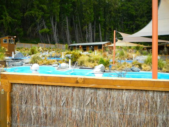Tekapo Springs : the pools from the side