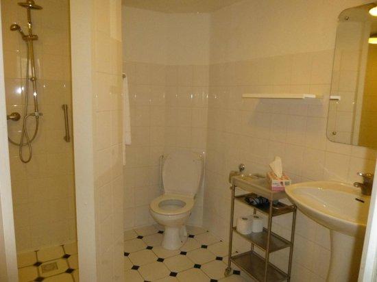 Hotel Keizershof: Rita Hayworth bathroom