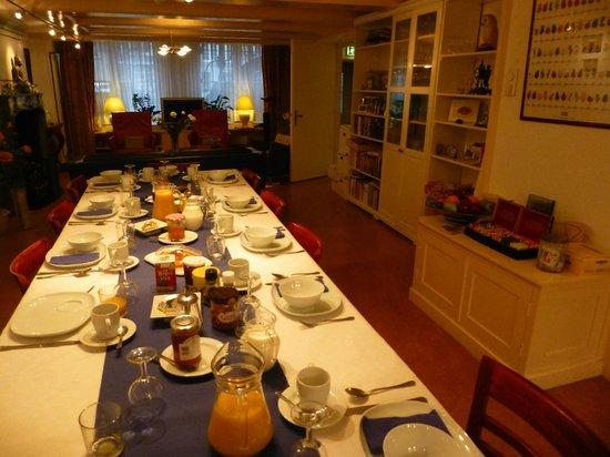 Hotel Keizershof: Breakfast table