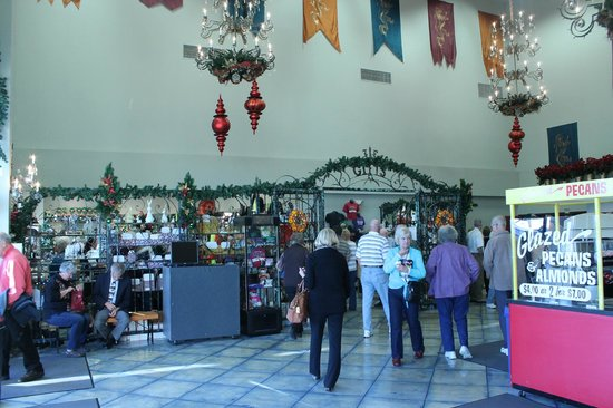 Branson, King's Castle Theatre, Gift Shop and Lobby