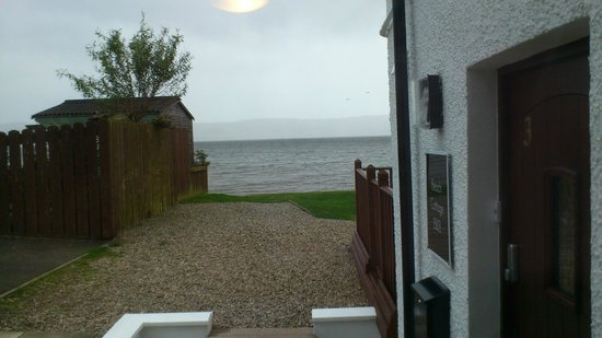 Beach Cottage B&B: View from dining/front door