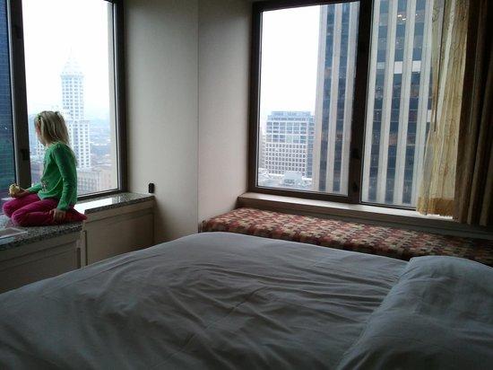 Renaissance Seattle Hotel : corner room - nice view