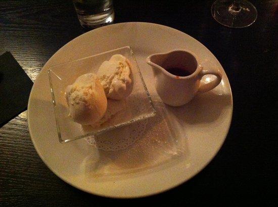31 Castlegate Restaurant: Best ice cream and proper fruit sauce! Delicious YUM