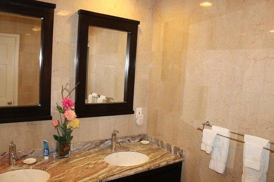Princess Heights Hotel: vista parcial banheiro