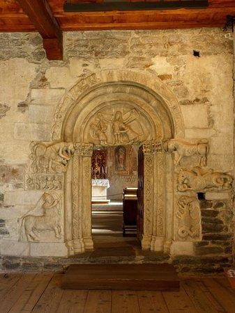 Schloss Tirol - Südtiroler Museum für Geschichte: Портал домовой церкви