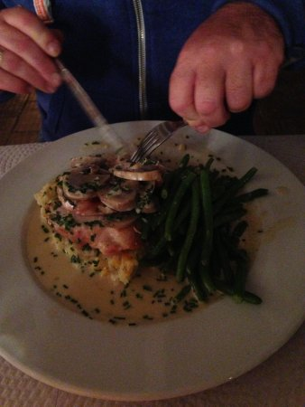Castelo do Mar Restaurante & Bar: Chicken breast on cheddar mash, yum