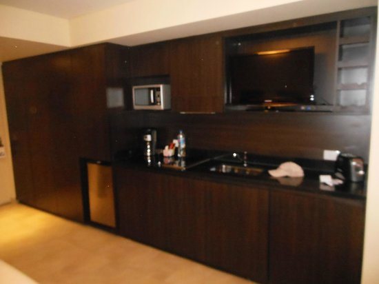 Palermo Place by P Hotels: Kitchenette Area of Room