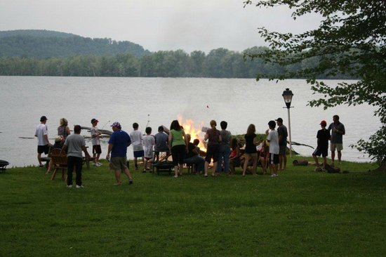 The Lake House: A bon fire is included in the weekly lodging for ball players.