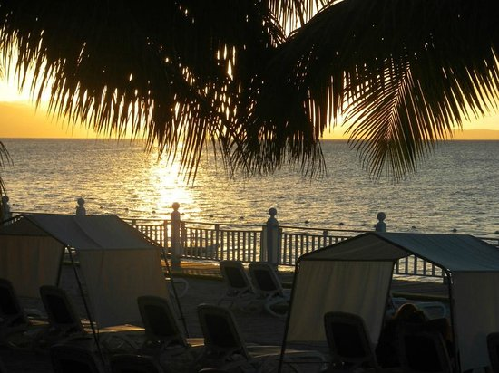 Royal Decameron Montego Beach: Sunset from in front of room 107