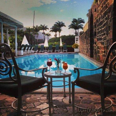 Ottley's Plantation Inn : The pool bar and restaurant