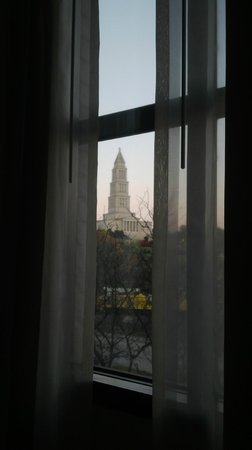 Embassy Suites by Hilton Alexandria-Old Town: View from hotel bed