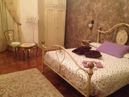 Bed and Breakfast al Cucherle: Zimmer Eleonora mit eigenem Bad gegenüber auf dem Gang