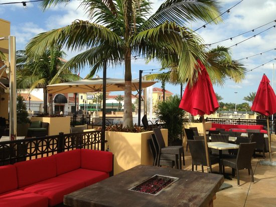 Country Inn & Suites By Carlson, Miami (Kendall) : Town & Country Mall Adjacent to the Hotel