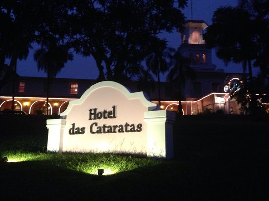 Belmond Hotel das Cataratas: Entrance by night