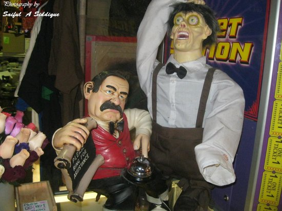 Marvin's Marvelous Mechanical Museum : Reception for gift