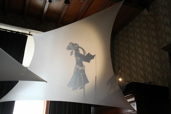 Maison Autrique: Images diffusées sur le linge au-dessus du lit