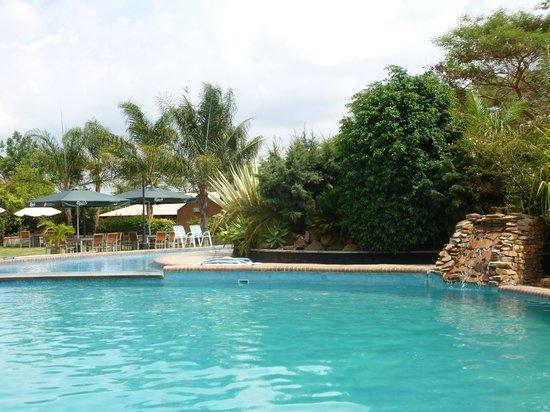 Ufulu Gardens: lovely pool rea