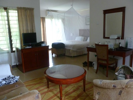 Ufulu Gardens: very spacious room