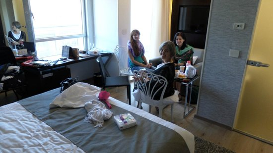 Hotel Yehuda: Meeting in the room, taking extra chairs from the spacious balcony with a great view