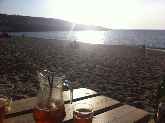 Porthmeor Cafe: Pimms at the beach bar