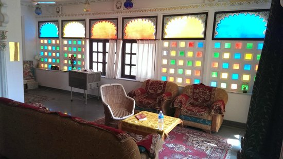Girnar Villa: Lounge area