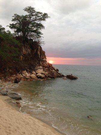 Xinalani Retreat: Xinanlani Beach at sunset
