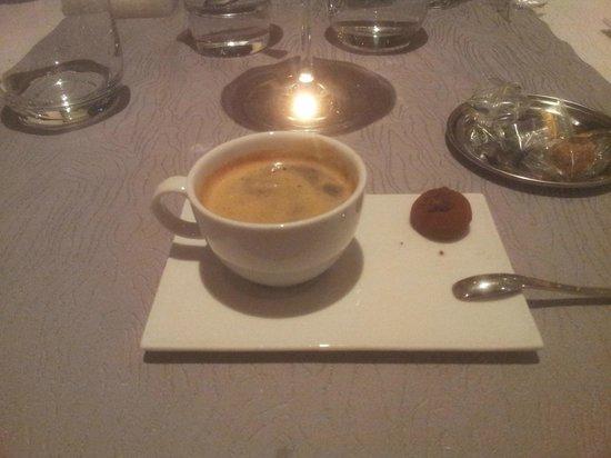 La Jabotiere: Café (pas entamé, qu'une seule truffe !)