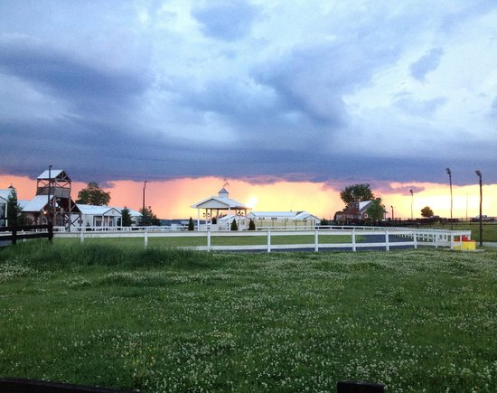 Hermitage Hill Farm and Stables : storm rolling in