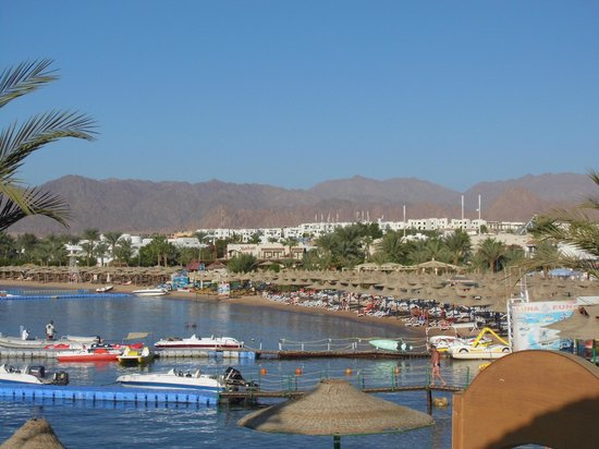 Le Royale Sharm El Sheikh, a Sonesta Collection Luxury Resort: bay looking from hotel beach