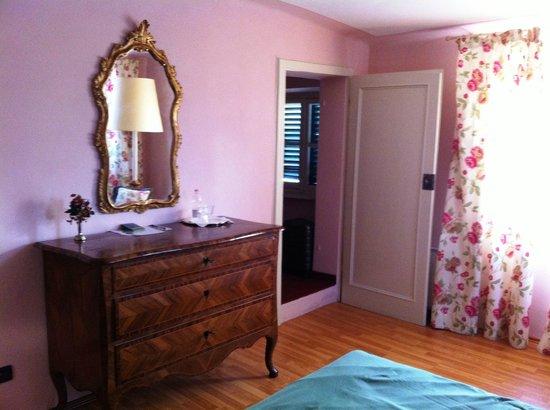 Palazzo Tucci: Un particolare della mia camera con la cabina armadio