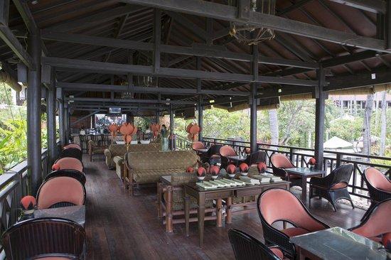 Sheraton Senggigi Beach Resort: Sunset Bar