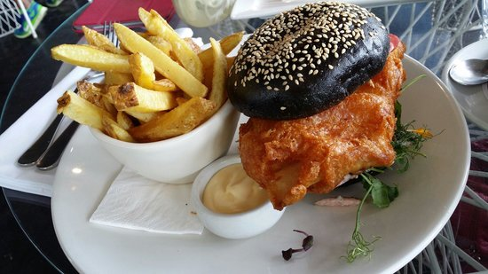 Takapuna Beach Cafe: Fish burger - best fish ever!
