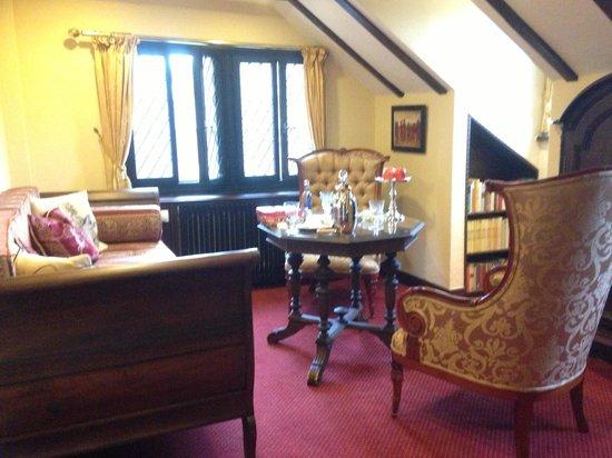 Auf Schönburg Burghotel und Restaurant: Family room area within our big suite