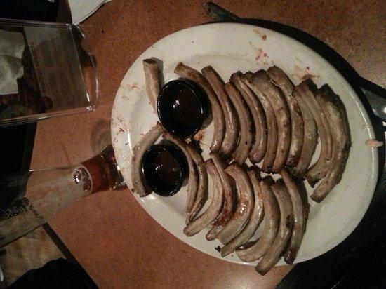 TGI Fridays: Só sobrou as costelhinhas e um pouco do molho barbecue.