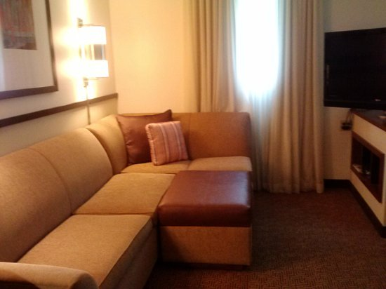 Hyatt Place Salt Lake City - Downtown: couch and media center