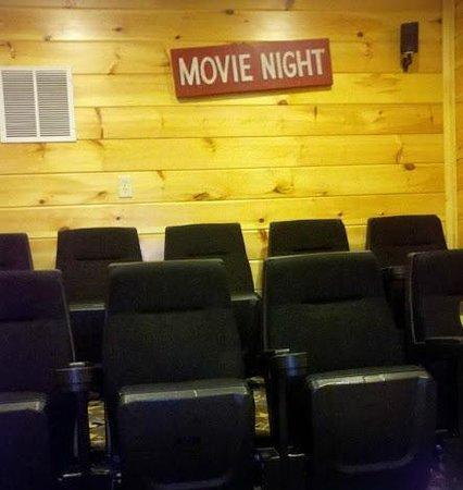 Gatlinburg Falls Resort: In Cabin Theater Room
