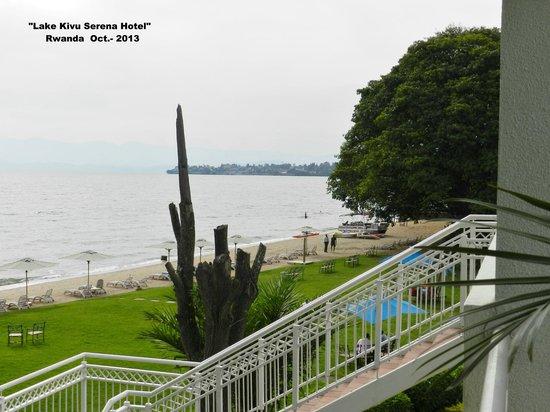 Lake Kivu Serena Hotel: Vista de la playa desde la habitacion