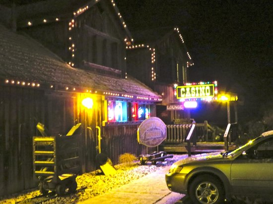 Best Western By Mammoth Hot Springs: Nearby saloon